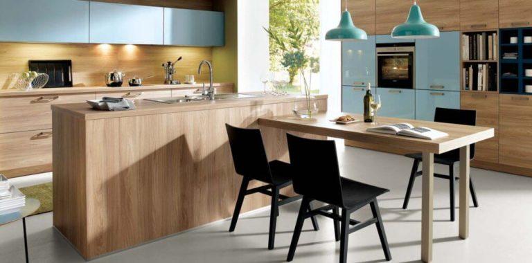 Predná strana je takmer dokonalá replika dreva, dosiahnutá najnovšou výrobnou metódou nazývanou synchrónny pór.